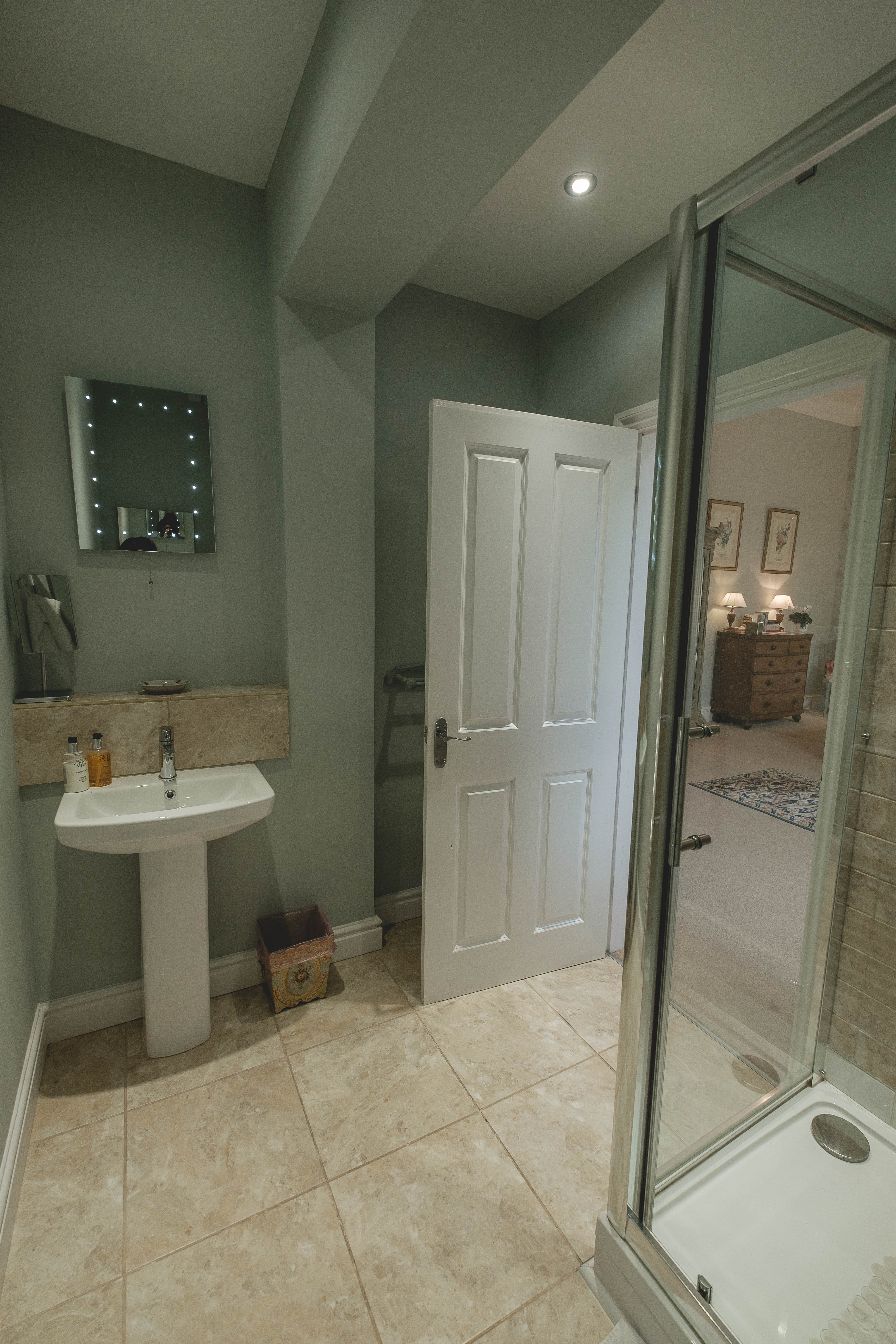 Meynell bathroom