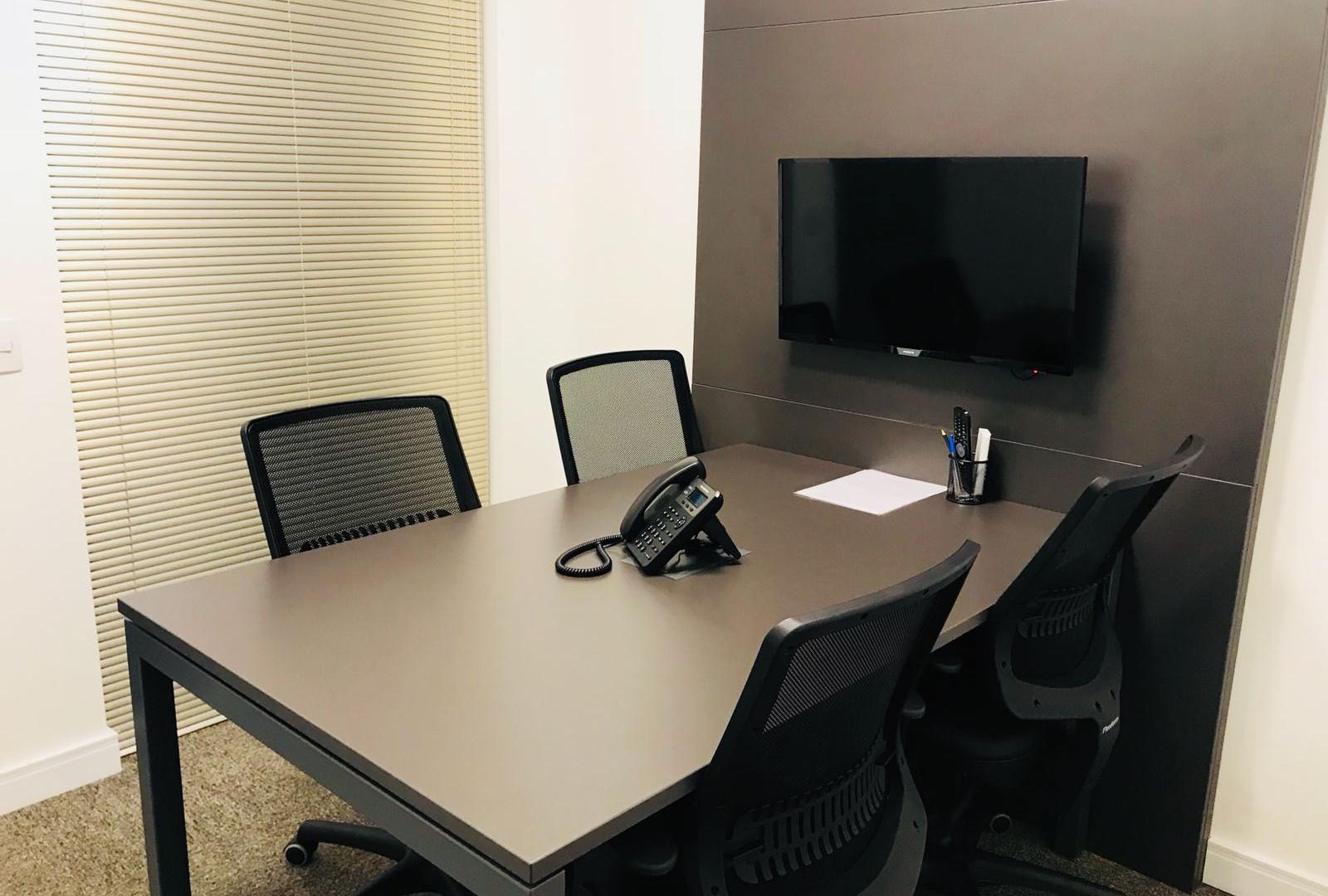 Sala de reunião (4 pessoas) / Meeting room (4 people)