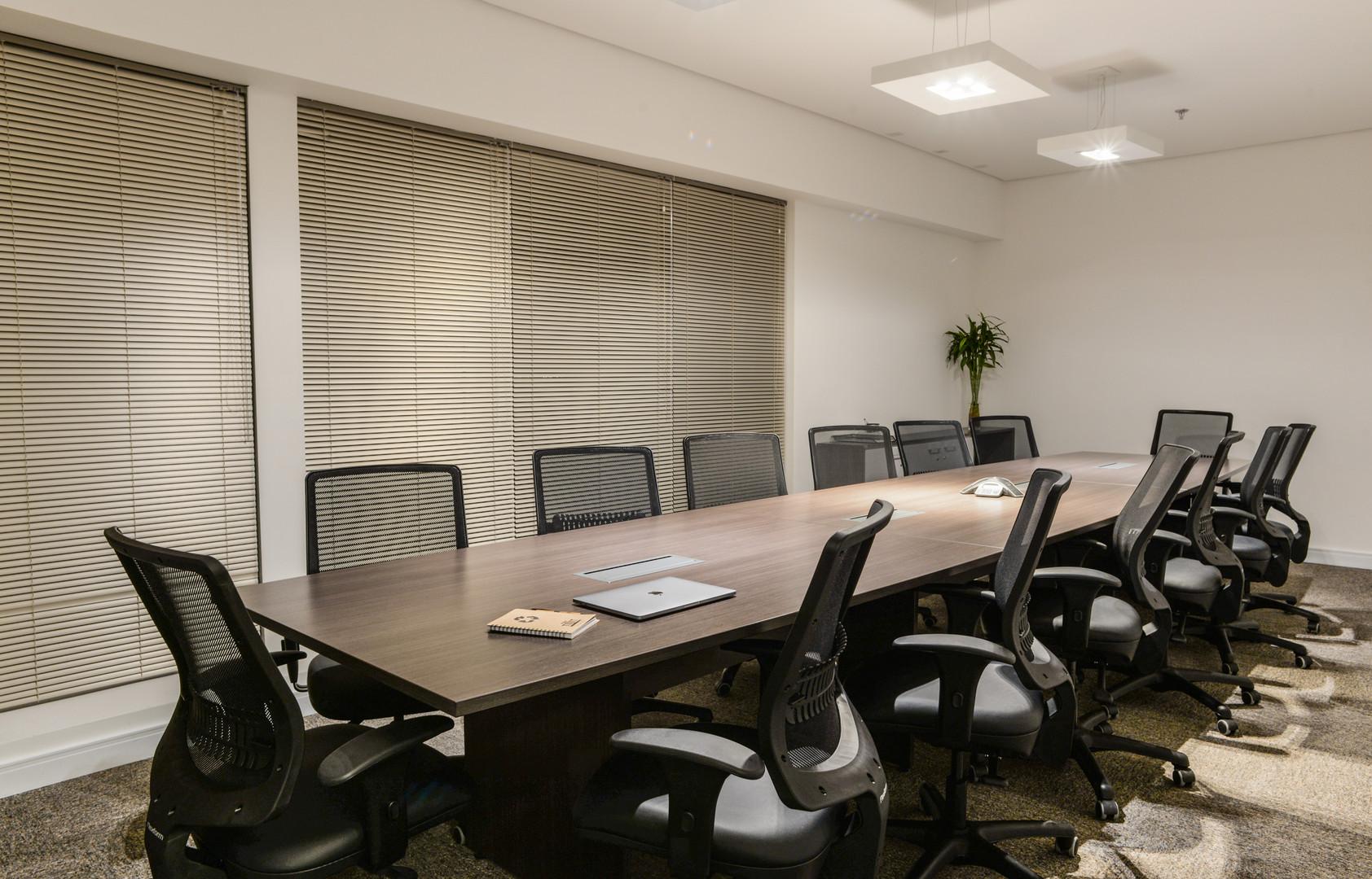 Sala de reunião (16 pessoas) / Meeting room (16 people)