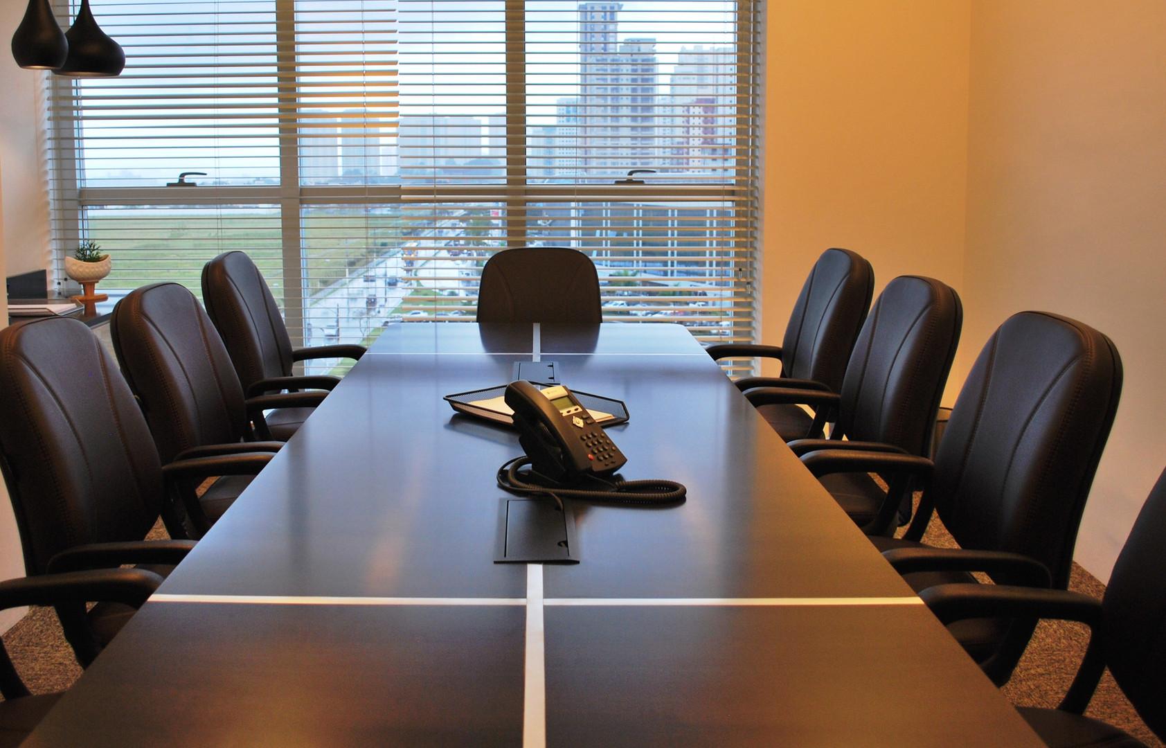 Sala de reunião (8 pessoas) / Meeting room (8 people)