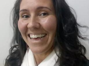 Cyntia Botelho Professora de Arte.png