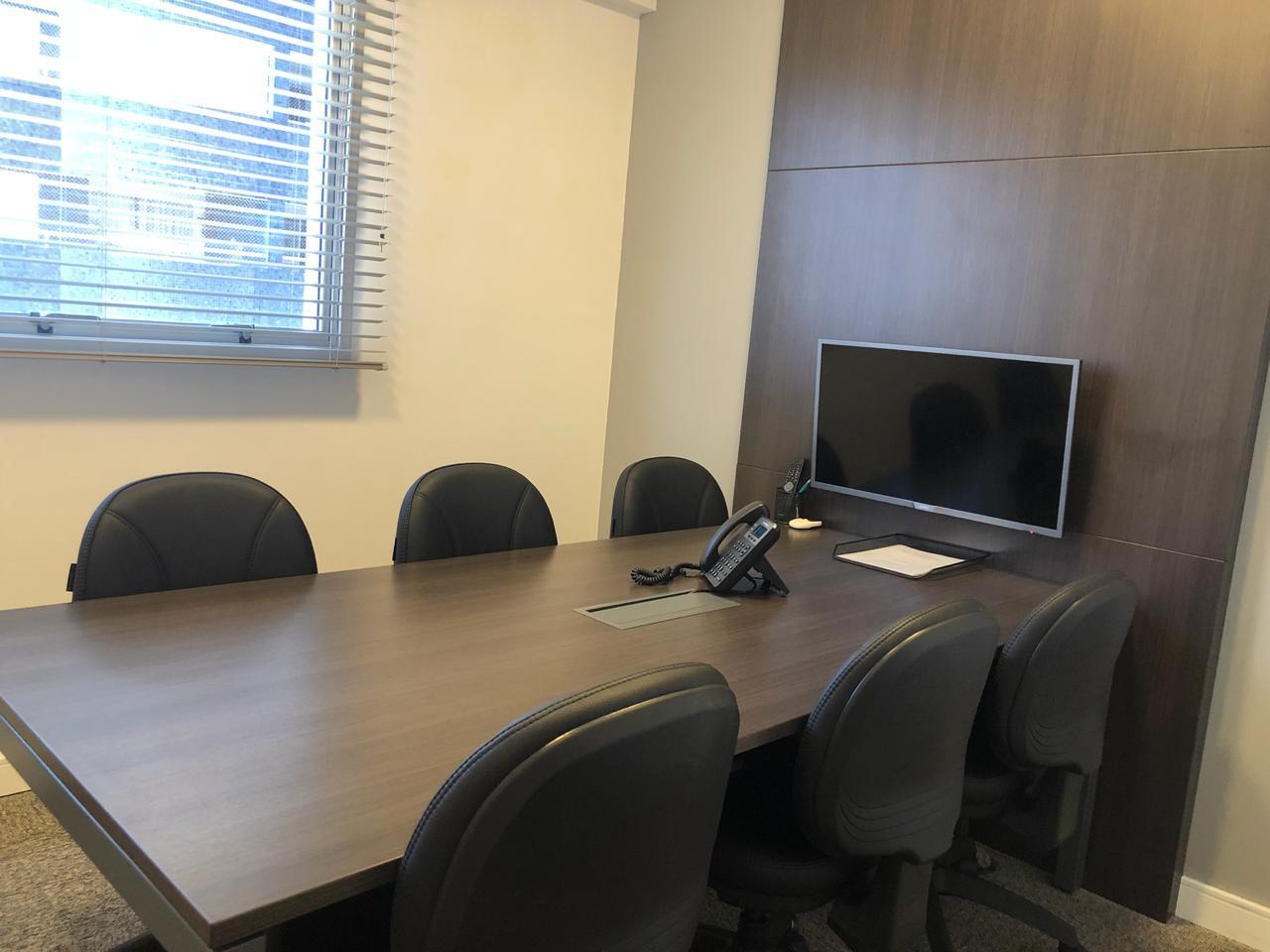 Sala de reunião (6 pessoas) / Meeting room (6 people)