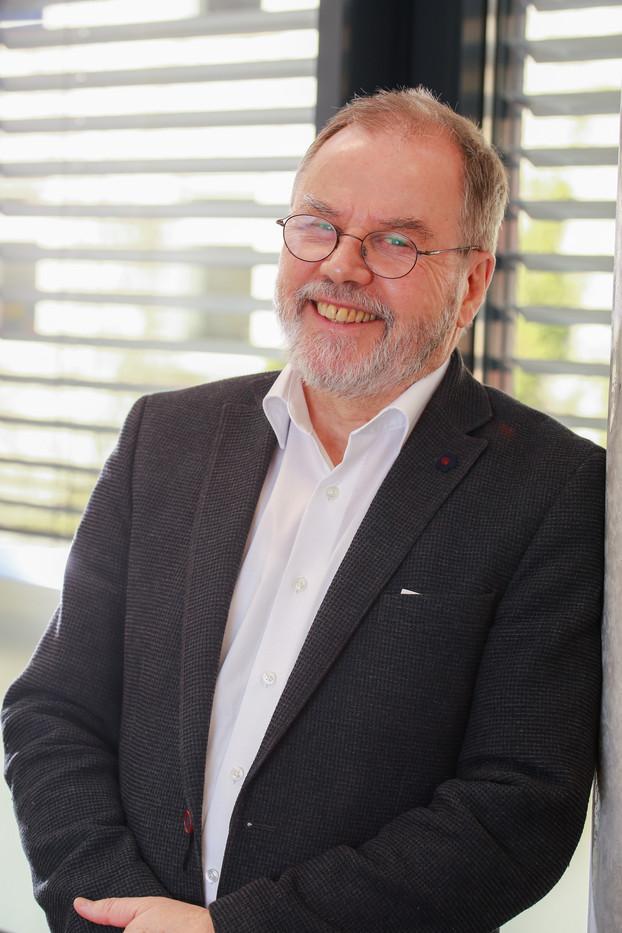 Dr. Knauff