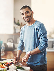 Cuisiner Jeune homme