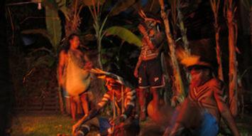indigenas e a fogueira.jpg