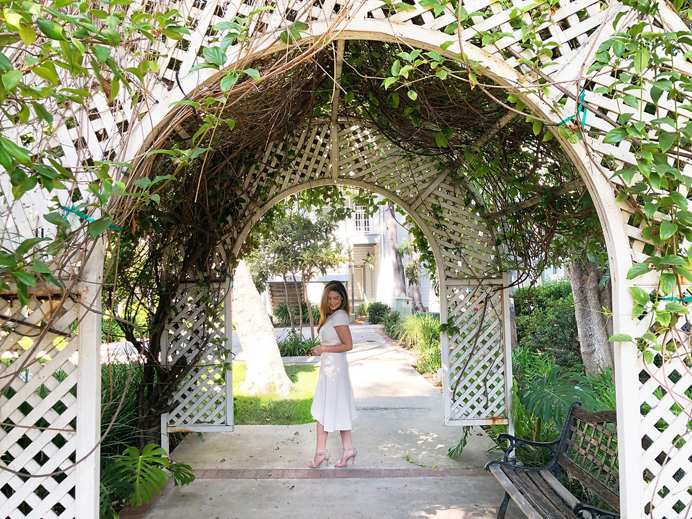 white dress garden arch - hazeleyeddarling.com