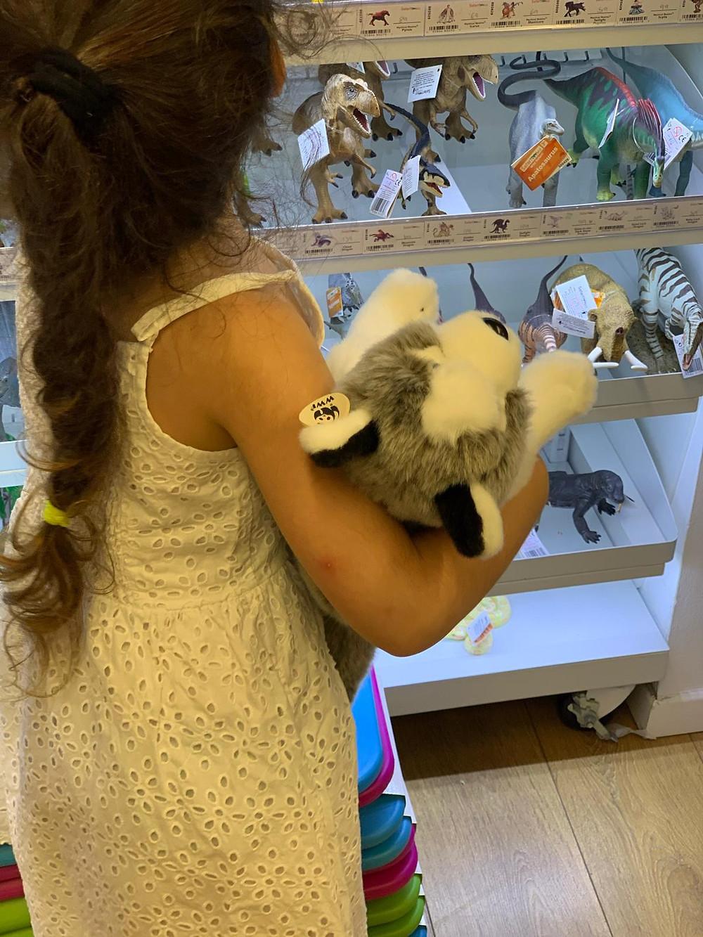 בובות פרווה של כלבים טומי ואניקה - חנות בתל אביב