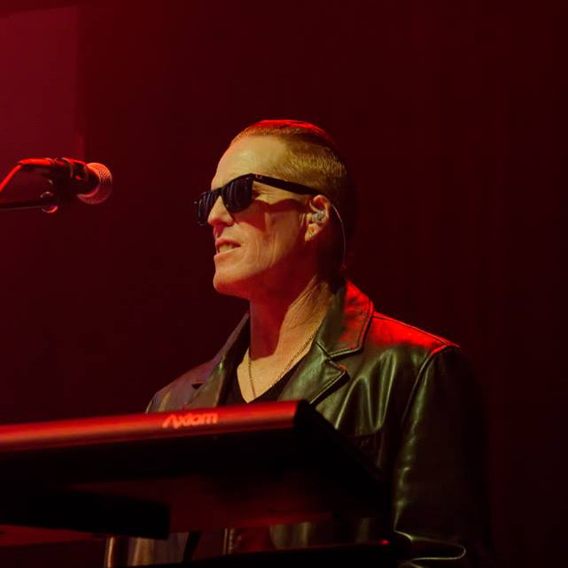 Strangelove - The DEPECHE MODE Experience live red