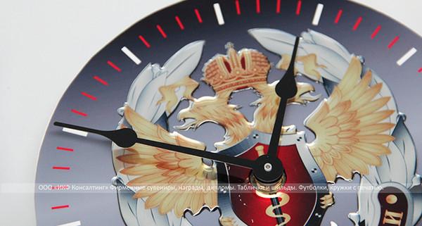 Часы пластиковые с заливным элементом