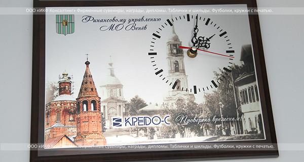 Часы настенные на плакетке