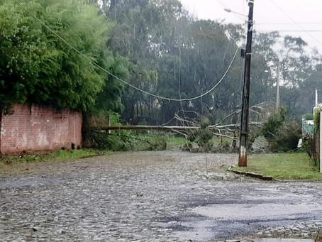 Prefeitura de Getúlio Vargas avalia estragos após temporal com forte vendaval
