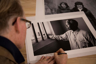 Plulitzer Price and Two times World Press winner -David Turnley, signing a print of his legendary image of Nelson Mendela.