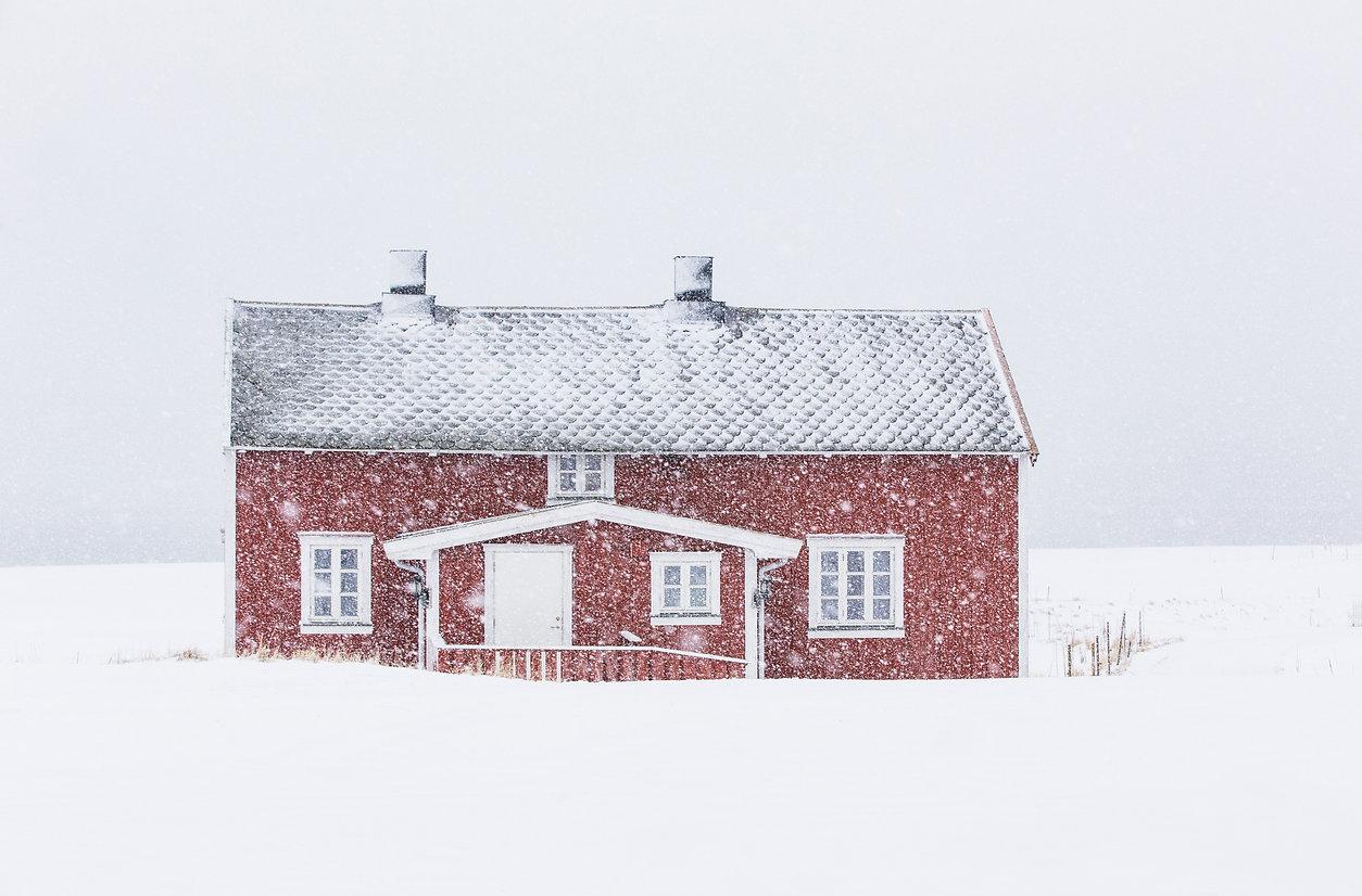 Little_house_in_snow.jpg
