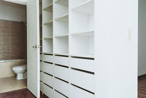 Walking Closet y baño principal.jpg