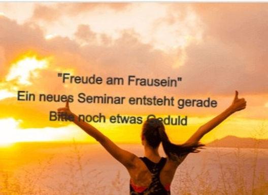 Frau-bei-Sonnenaufgang_edited_edited.jpg