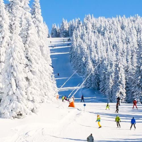 0-panorama-of-ski-resort-slope.jpg