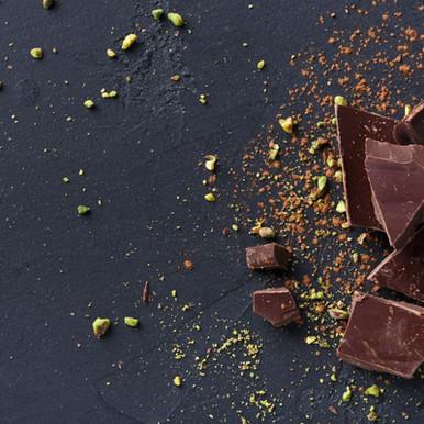 """שוקולד עם פיסטוקים 30 ש""""ח ל-100 גרם"""