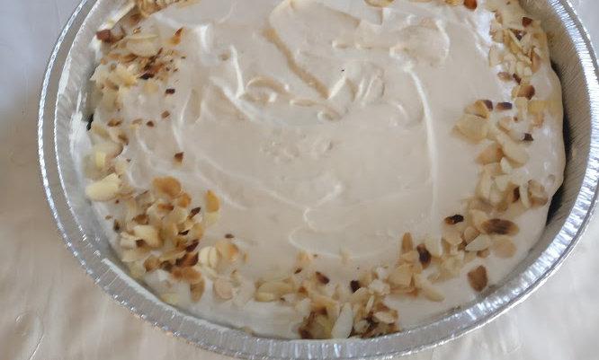 עוגת גבינה מצופה בקרם שמנת