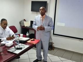GRUPO EDUCAJURIS Entrega Pergamino de Reconocimiento al Lic. Víctor Pérez Balbuena