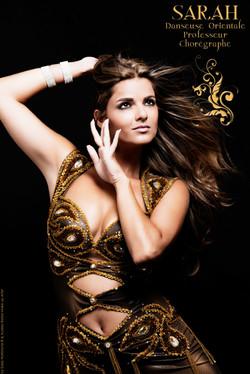 danseuse-orientale-Sarah-Danse-orientale-06-cannes-mandelieu-tenue-de-danse-orientale