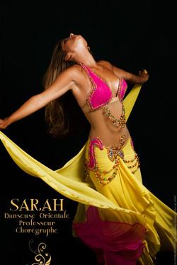 sarah-danseuse-orientale-06-danseuse-orientale-monaco-tenue-de-danse-orientale-jaune fushia et rose