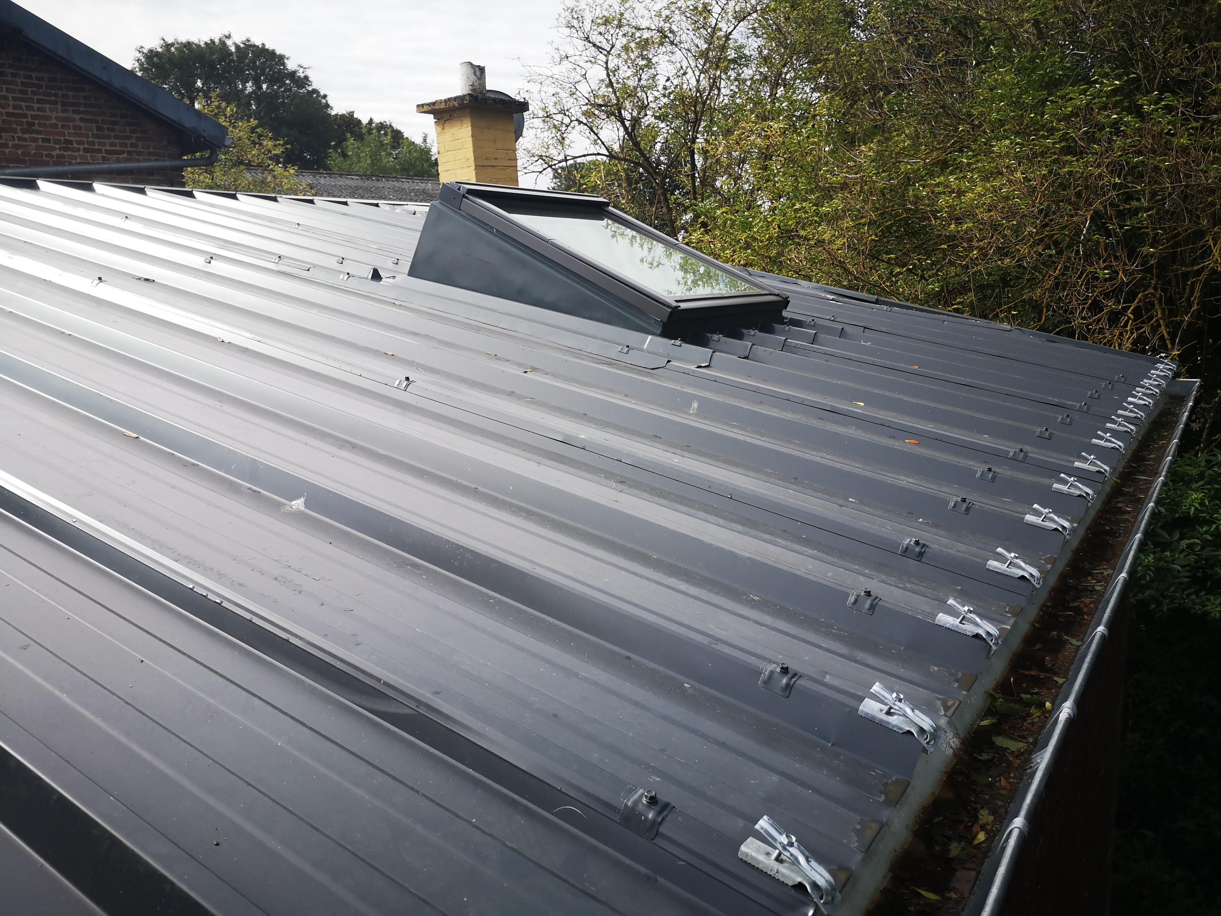 Costière isolée pour fenêtre de toit type Velux, polydôme.