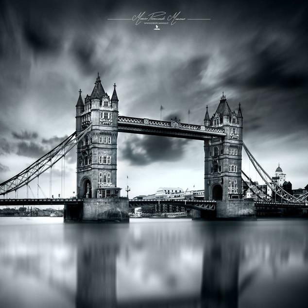 Tower Bridge Londra by Mario Piercarlo Marino