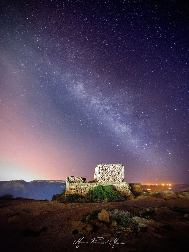 Malta Cliff milky way photo by Mario Piercarlo Marino