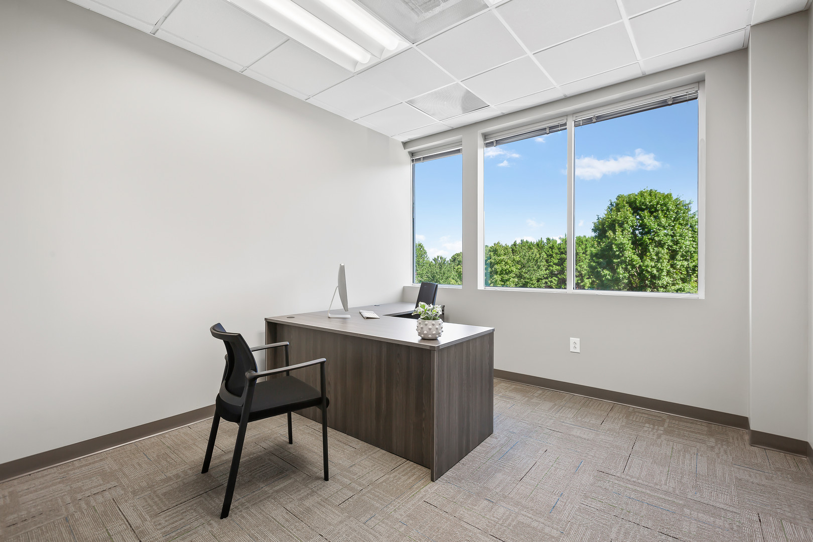 Meeting Pointe furnished office