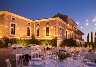 Palacio iluminado al atardecer