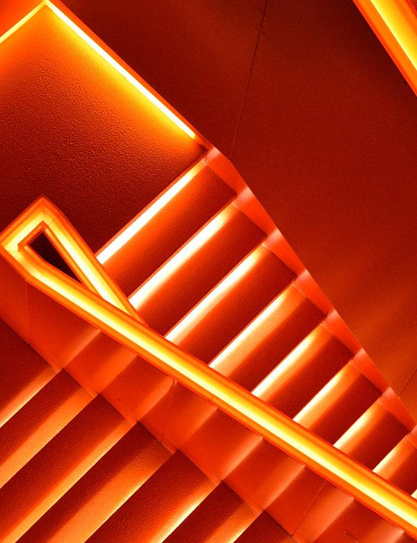 Escaleras de neón
