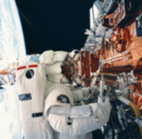 astronaut-596799.jpg