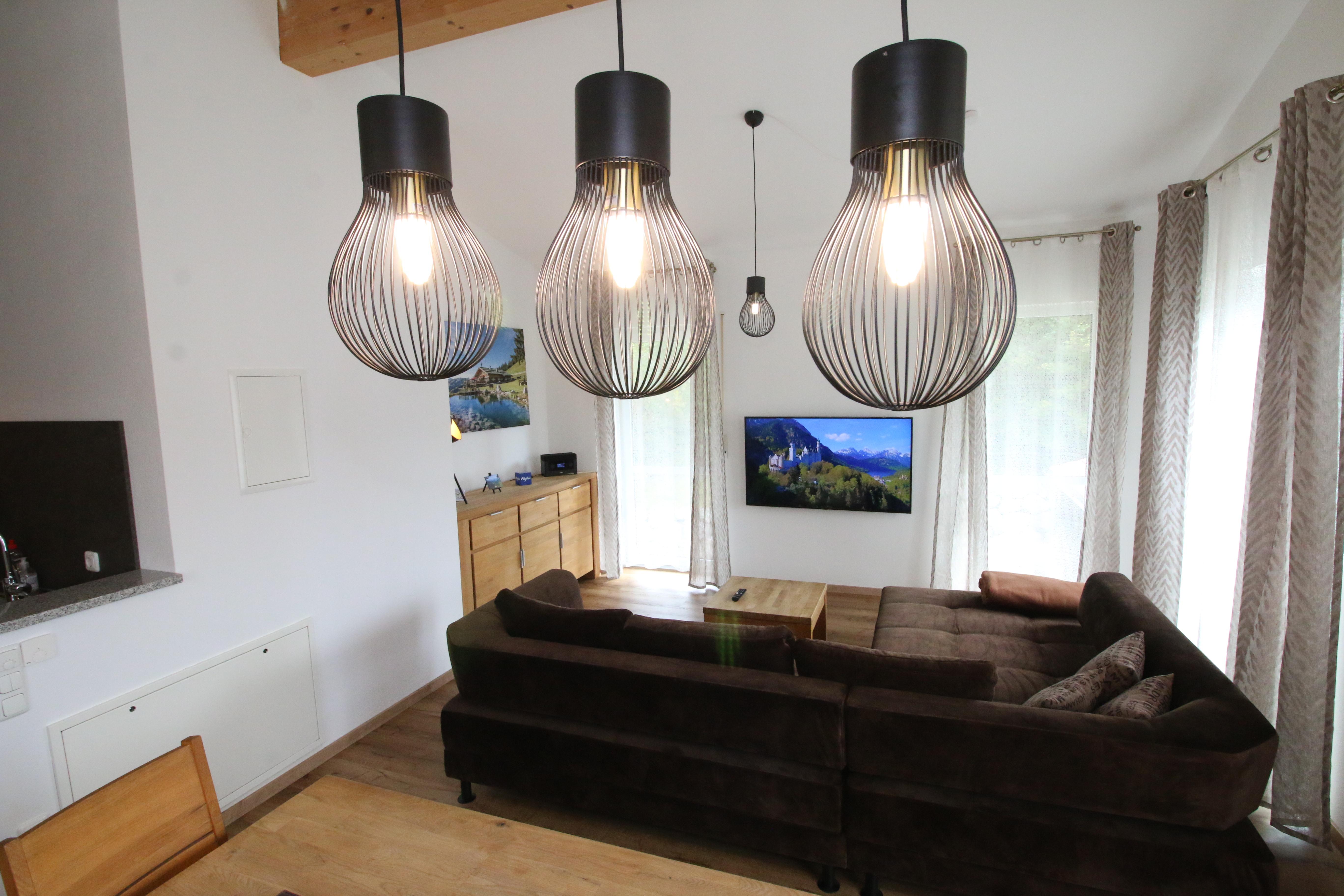 NEU in 2021: Unsere moderne Wohnlounge mit SMART TV