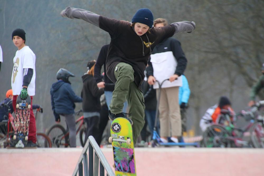 Leander ist einer von vielen jungen Skatern, die den neuen Füssener Skate- und Bikepark innerhalb kürzester Zeit zu einem El Dorado des Funsports in der Region gemacht haben.