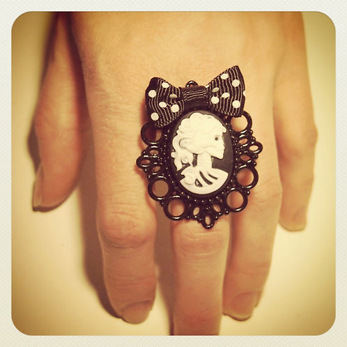 Pin-Up Skeleton Cameo & Bow