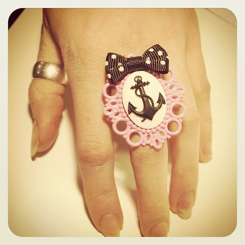 Pin-Up Anchor Cameo & Bow