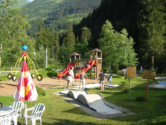 Kinderspielplatz, Minigolf