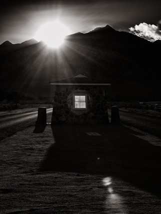 Sentry Post and Mount Williamsom (ca. 2014)