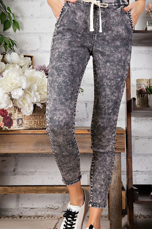 Ankle Grazing, Soft Skinny Capris -by Easel
