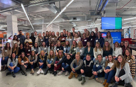 The full group of students from across the United States participating in Chicago Semester.