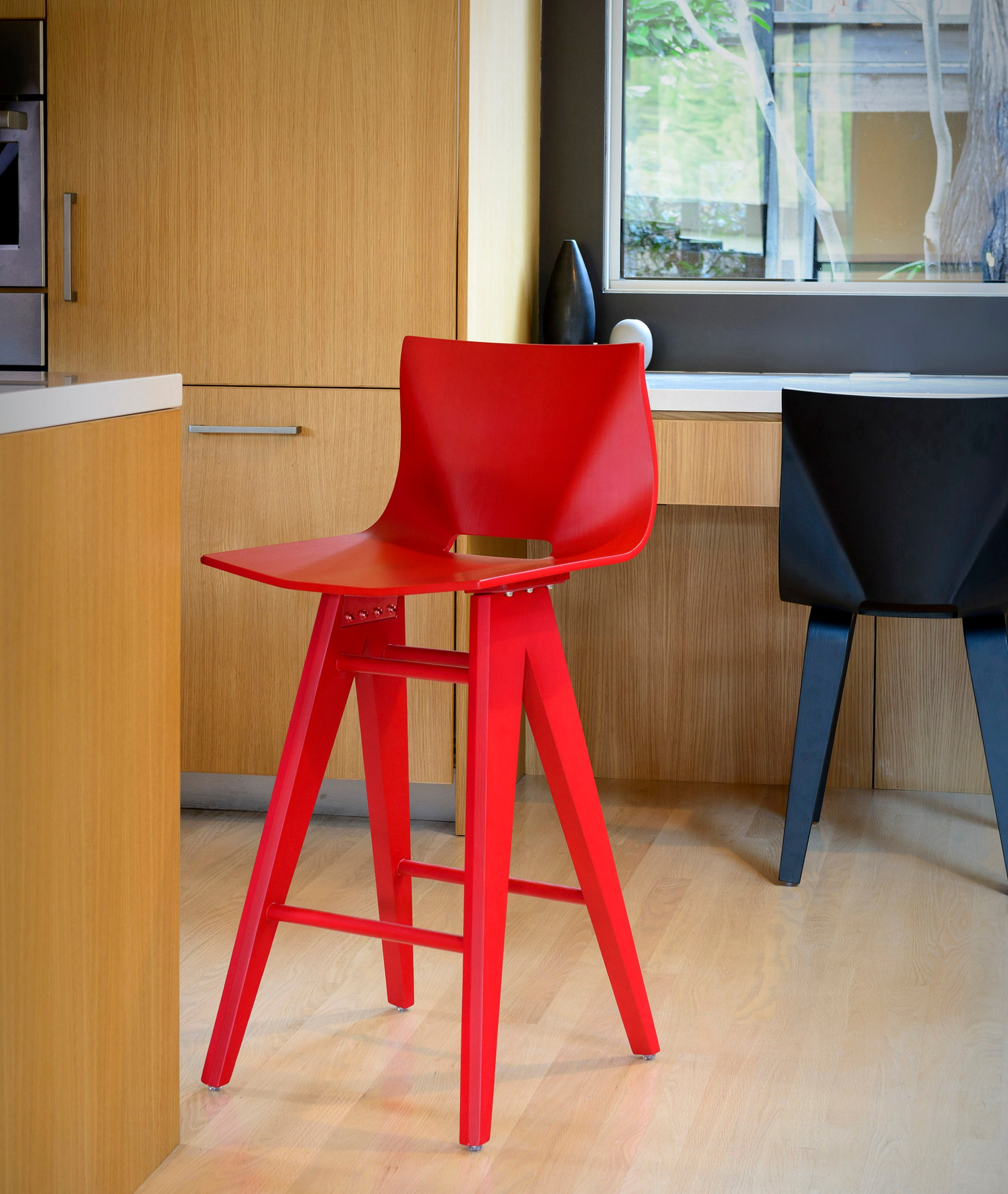 V Counter Stool in red