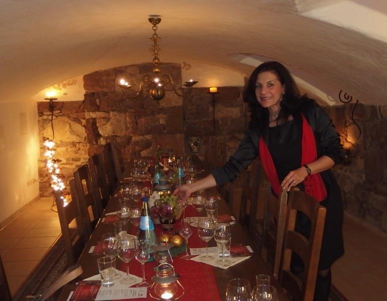 Monika Maywald im Weinkeller