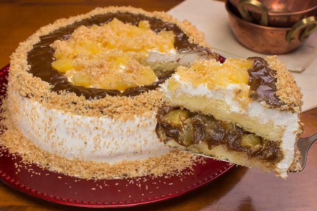 Fatia de Bolo Abacaxi com doce de leite de castanhas