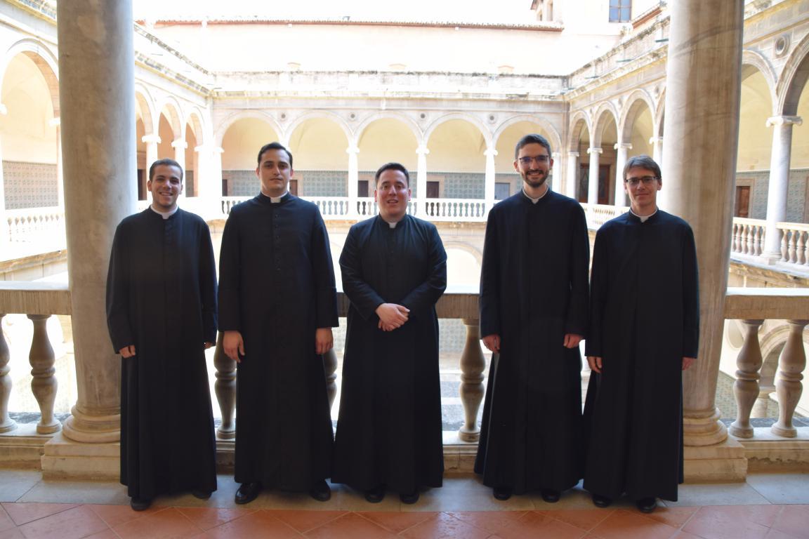 Futuros sacerdotes con los diáconos