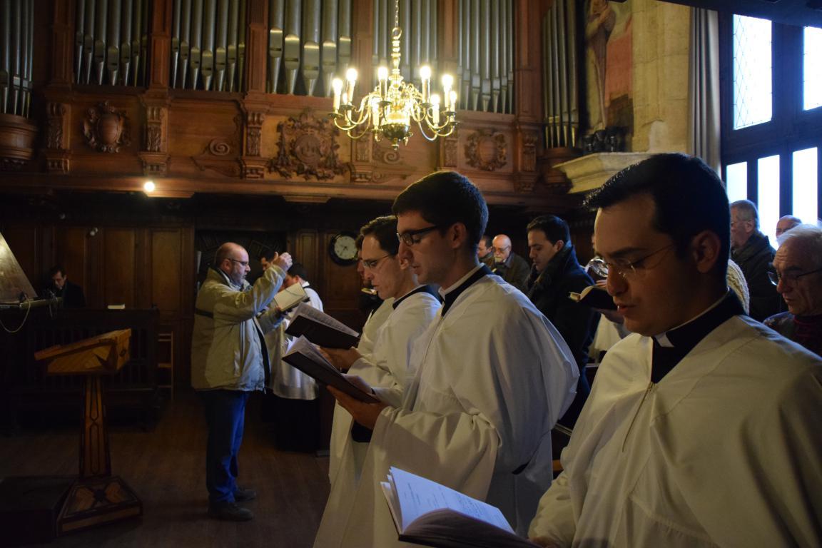 Triduo 3 Laudes coro 4.JPG