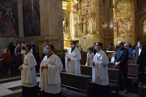 Colegiales durante la eucaristía