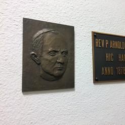 Табличка возле комнаты отца основателя