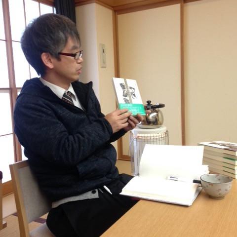 宮徹さんの著書を紹介する栗澤さん