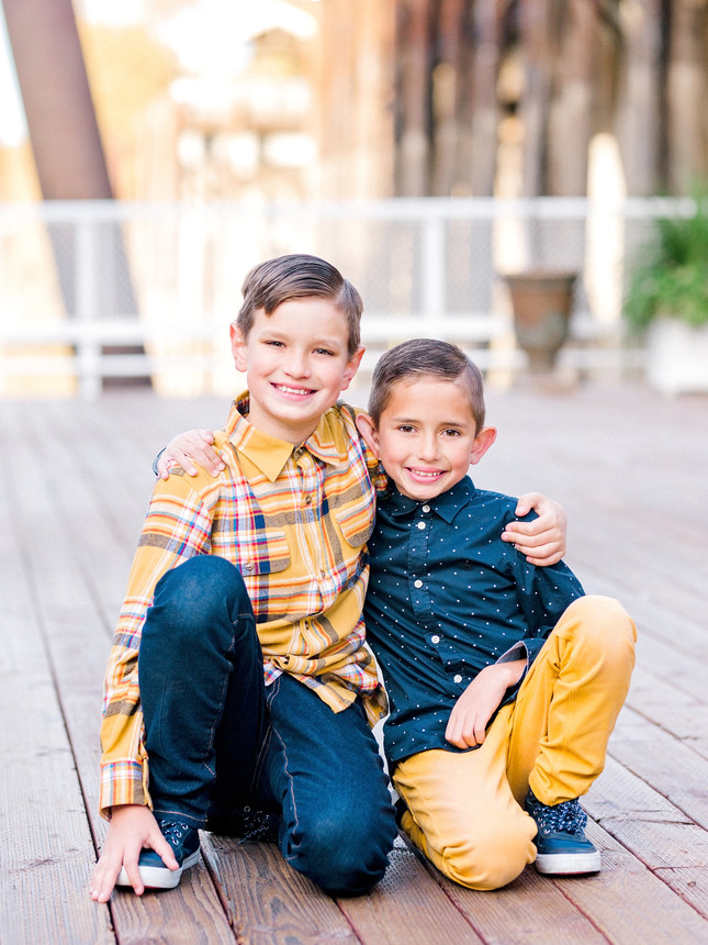 Old Town Sacramento Family Holiday Session