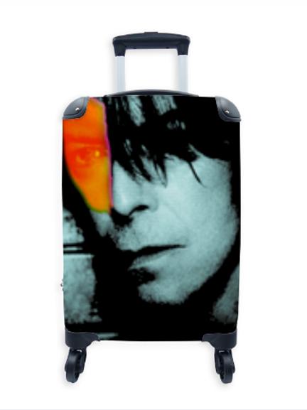 Famous Suitcase Hero 004